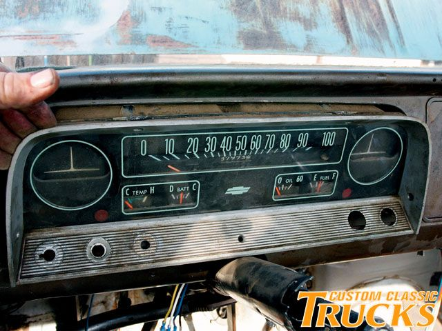 Click image for larger version  Name:0906cct_15_z+1960_1966_chevy_c10_wiring_harness_cleanup+dashboard_replacement.jpg Views:80 Size:72.8 KB ID:72046