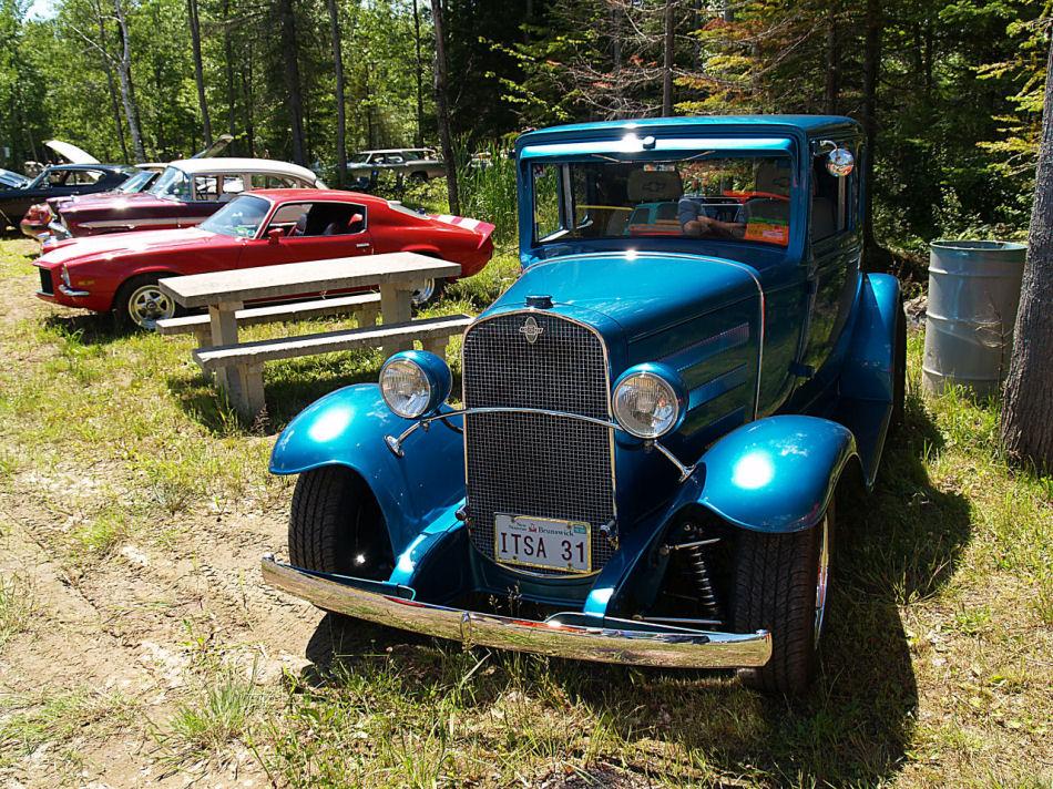 Click image for larger version  Name:1931 Chevrolet Streetrod blue fv=KRM.jpg Views:72 Size:299.9 KB ID:23499
