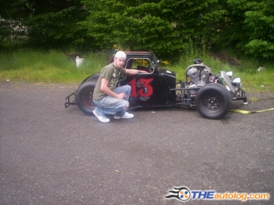 Click image for larger version  Name:1934-chevy dwarf-car with john 2007.jpg Views:665 Size:109.1 KB ID:44608