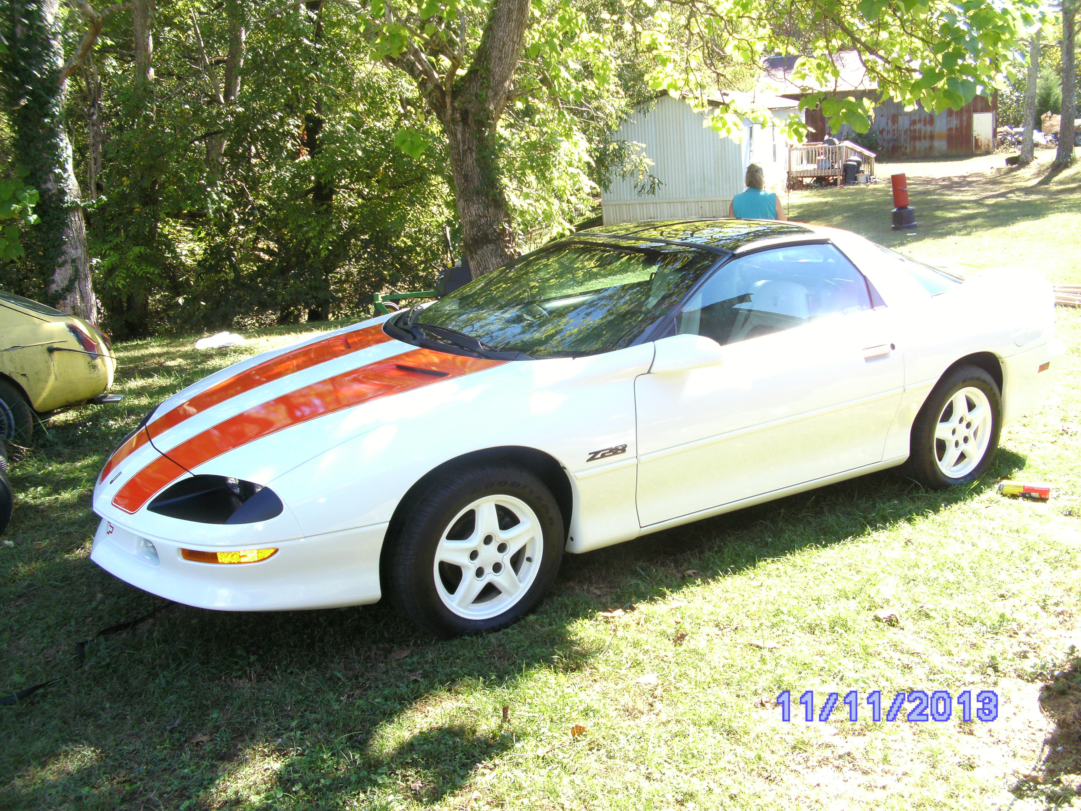 Click image for larger version  Name:1997 Chevrolet Camaro Z28 006.jpg Views:74 Size:1.88 MB ID:88705