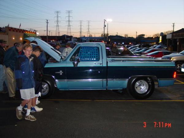 Click image for larger version  Name:989atthecarshow-med.jpg Views:92 Size:39.5 KB ID:7659