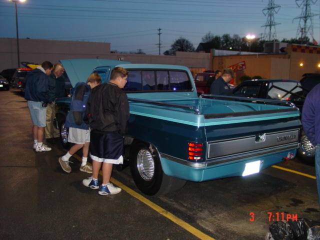 Click image for larger version  Name:989atthecarshow1.jpg Views:111 Size:49.7 KB ID:7658