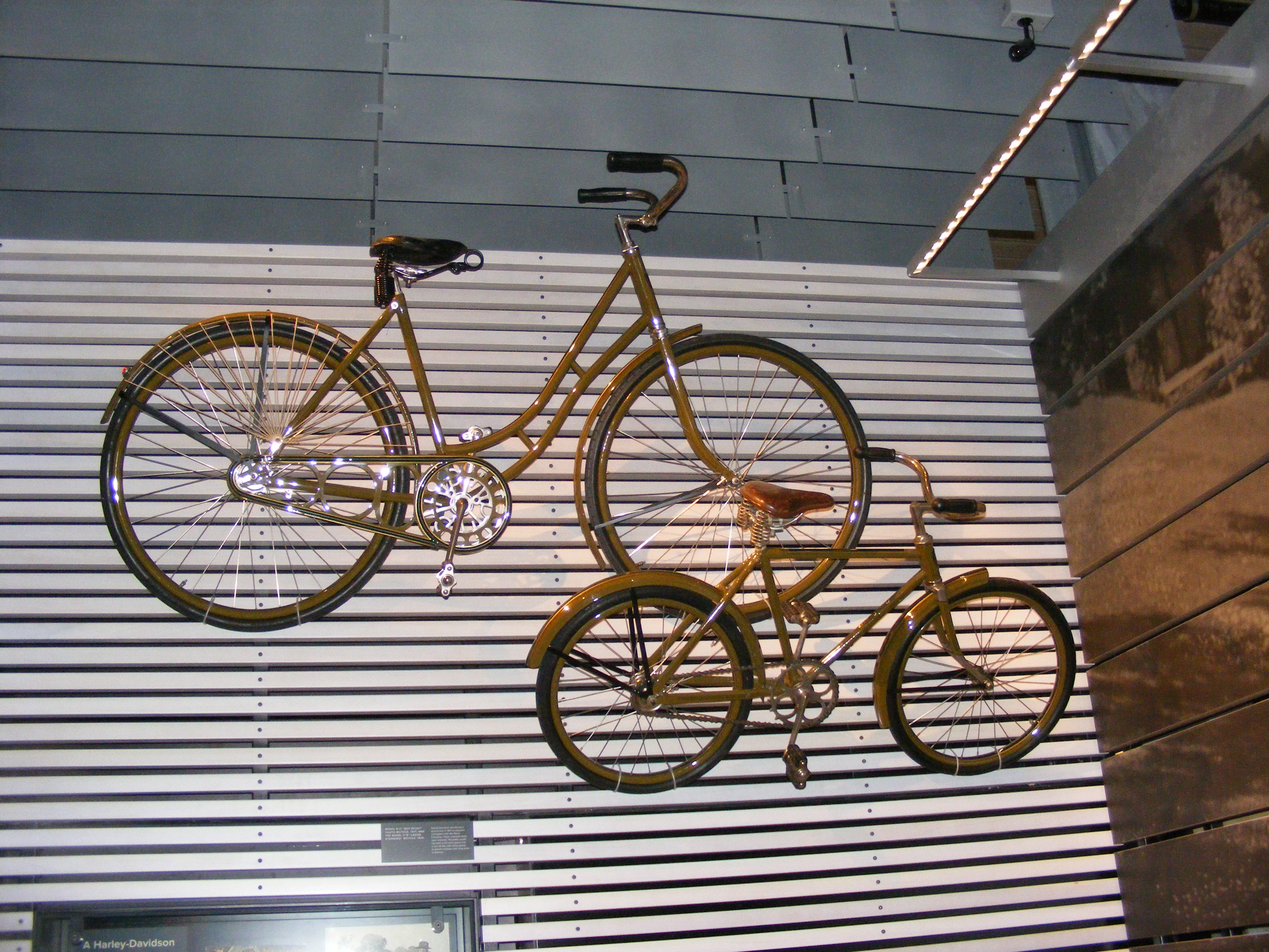Click image for larger version  Name:bikes.jpg Views:104 Size:1.50 MB ID:66667