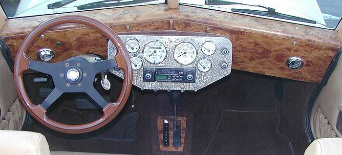 Click image for larger version  Name:Burled wood dash.jpg Views:102 Size:44.6 KB ID:11704