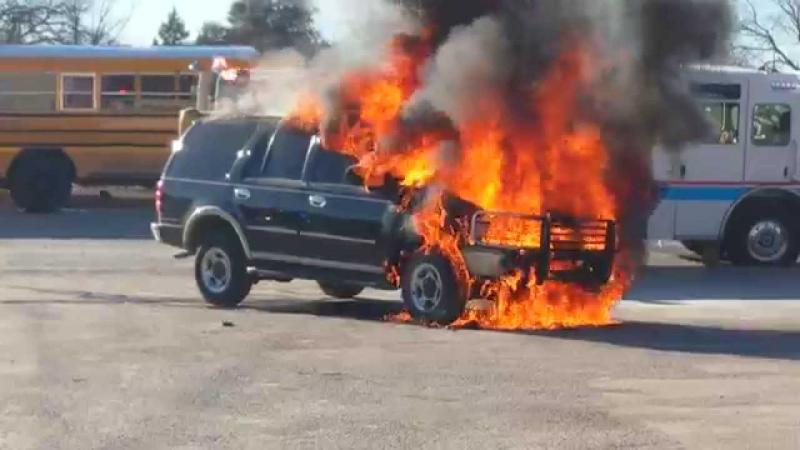 Click image for larger version  Name:Car fire.jpg Views:19 Size:41.5 KB ID:438129