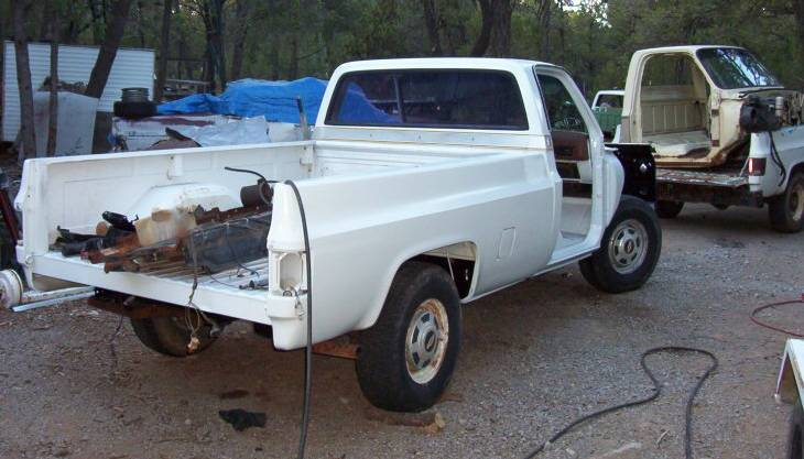 Click image for larger version  Name:Chev truck going together RR.jpg Views:131 Size:62.5 KB ID:12022