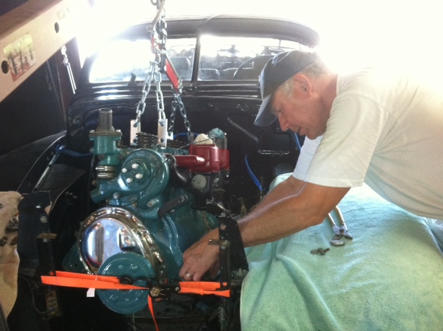 Click image for larger version  Name:engine going in.JPG Views:83 Size:112.0 KB ID:57786