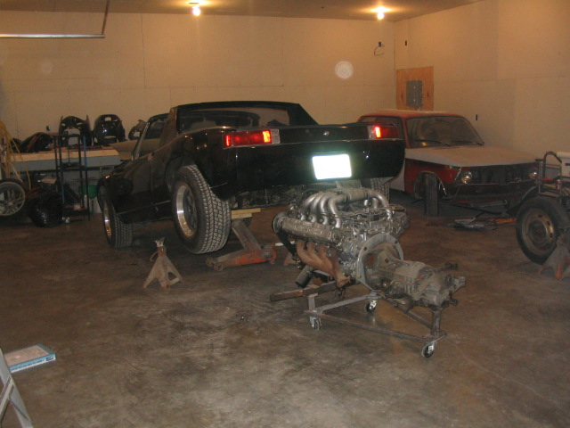 Click image for larger version  Name:engine going in.jpg Views:283 Size:89.4 KB ID:64578