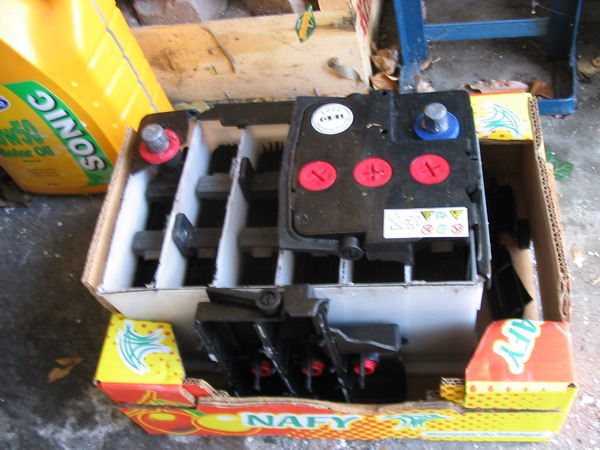Click image for larger version  Name:Exploded_battery.jpg Views:222 Size:102.1 KB ID:6851