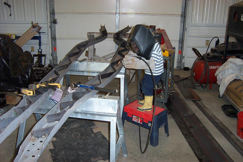 Click image for larger version  Name:Jerad welding frame rails.jpg Views:507 Size:155.9 KB ID:7974