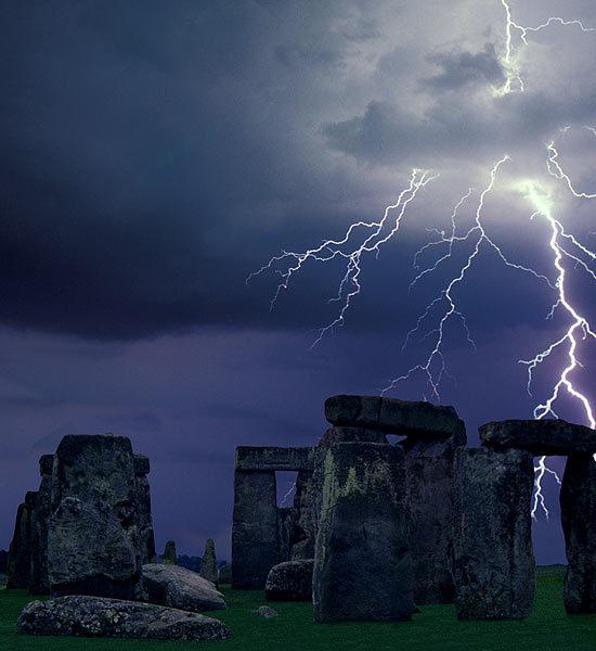 Click image for larger version  Name:lightning-striking-landmarks-5-550x600.jpg Views:128 Size:50.2 KB ID:79674