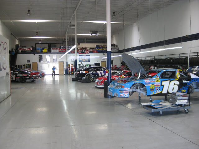 Click image for larger version  Name:Nascar garage.JPG Views:113 Size:81.4 KB ID:122641
