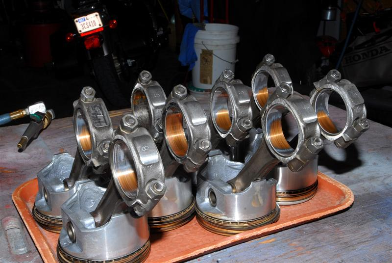 Click image for larger version  Name:Photo #8_All 8 Rods and Pistons (Medium).jpg Views:149 Size:82.1 KB ID:31132