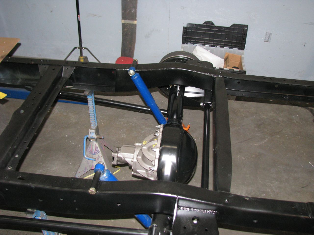Click image for larger version  Name:rear axel installed1.jpg Views:236 Size:147.1 KB ID:45675