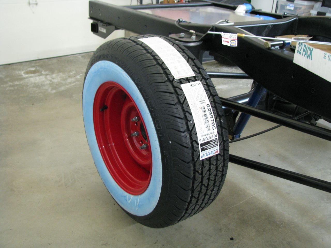 Click image for larger version  Name:rear tire1.jpg Views:172 Size:140.9 KB ID:45697