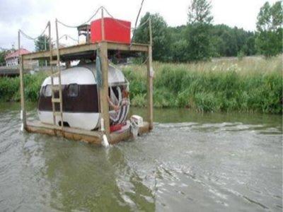 Click image for larger version  Name:redneck_houseboat.jpg Views:94 Size:25.9 KB ID:115794