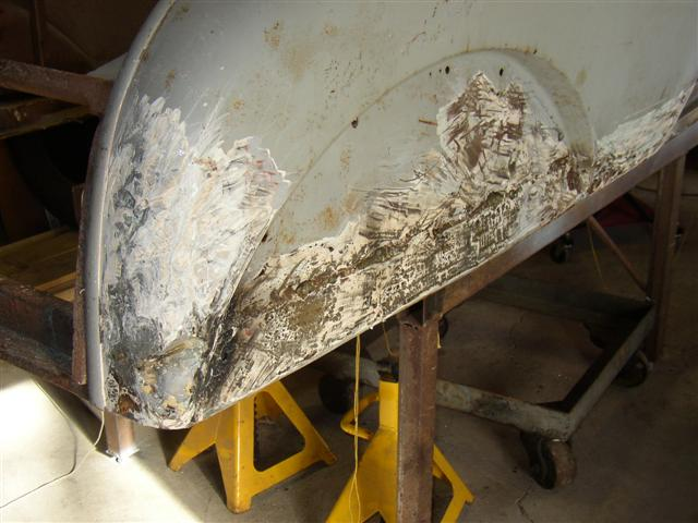 Click image for larger version  Name:removed bondo that someone put on, over brazed on plate over old metal bottom. Crap work (Small).JPG Views:152 Size:52.6 KB ID:198410