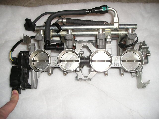 Click image for larger version  Name:This is with the front set of throttle valves closed.jpg Views:371 Size:74.3 KB ID:61371