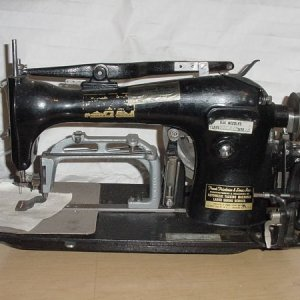 Can someone ID this sewing machine ?